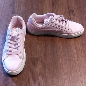Size 10 Pink Fila Low Smokescreen Women's Sneakers